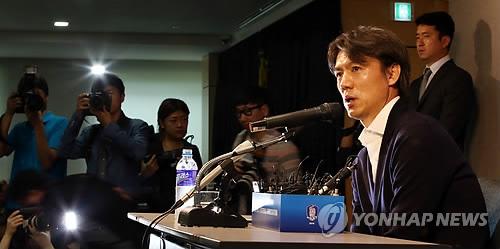 هونغ ميونغ بو يستقيل من تدريب الفريق الوطني لكرة القدم بعد عدم تحقيق أي انتصار في كاس العالم