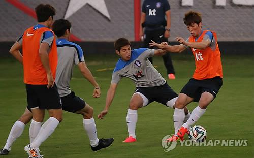 韩国国足在巴西进行防守训练 积极迎战俄罗斯队
