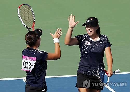 Jeux asiatiques : l'テゥquipe fテゥminine dテゥcroche l'or au soft tennis
