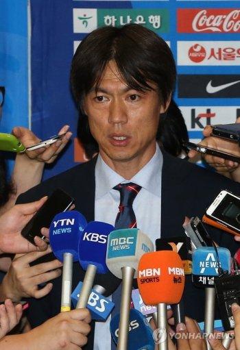 El entrenador Hong se disculpa pero no se pronuncia sobre su futuro