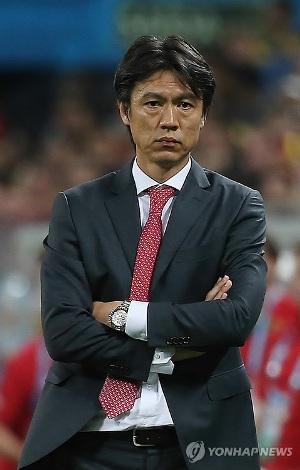 (AMPLIACIÓN)- Hong Myung-bo dimite como seleccionador nacional de fútbol tras una Copa Mundial sin victorias