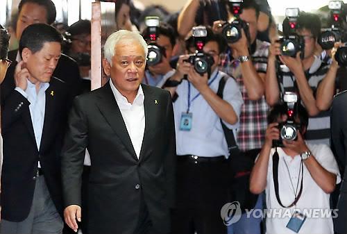 (AMPLIACIÓN)- Los líderes del principal partido de la oposición ofrecen su renuncia tras la derrota en las elecciones pa..