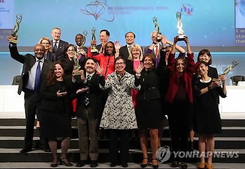La UIT premia a aquellos que contribuyen a introducir más mujeres en el sector de las TIC
