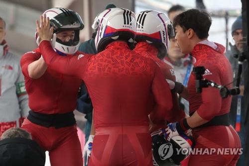 (الاولمبياد) كوريا الجنوبية تفوز بالميدالية الفضية في سباق الزلاجة الرباعية للرجال