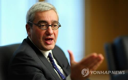 (LEAD) Quality and credence key to survival of news media: AFP chairman