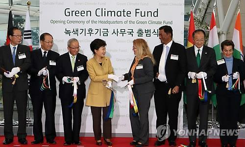 (2nd LD) Park celebrates opening of U.N. climate fund's secretariat in S. Korea
