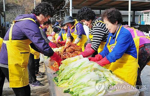 (2nd LD) Korea's kimchi-making culture listed as world's intangible cultural heritage
