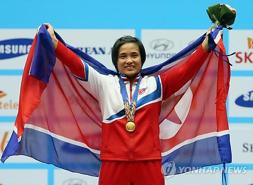 (Asiad) Record-breaking N. Korean lifter Kim Un-ju feels S. Koreans' warm hearts