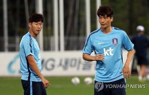 Two S. Korean Premier Leaguers up for Asian football award