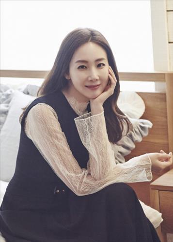 (LEAD) (Yonhap Interview) Actress Choi Ji-woo not in a rush to marry