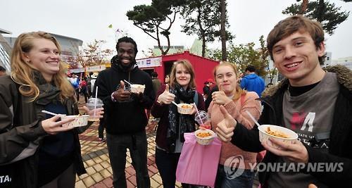 K-pop, food promote Korea's national image: poll