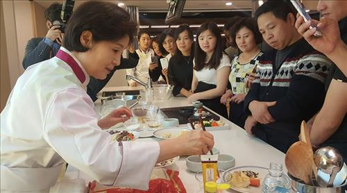 (Yonhap Interview) New hansik ambassador vows to promote Korean culinary culture