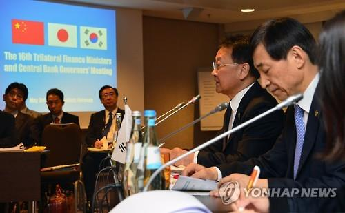 Top officials of S. Korea, Japan, China vow joint efforts to ensure financial stability