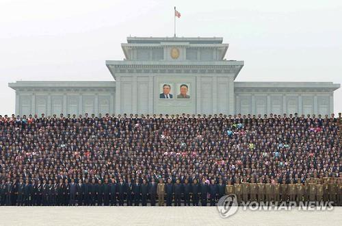 Kim Jong-un has photo session with people that helped launch Musudan missile