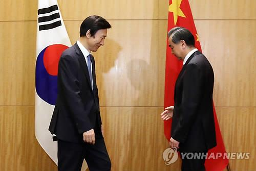 (LEAD) China maintaining dialogue with S. Korea to resolve THAAD issue
