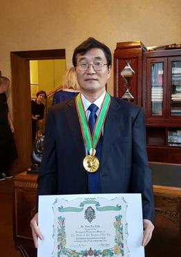 S. Korean receives wine knight title