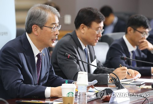 Gov't urges financial firms' boards to act on pay reform