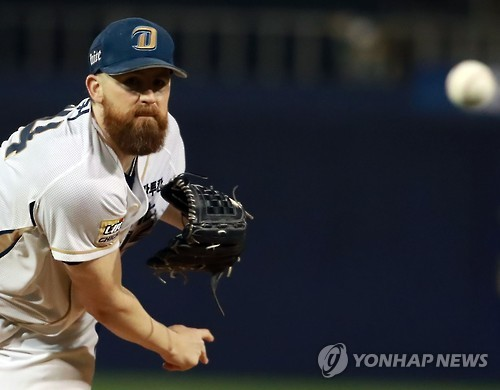 (Yonhap Interview) Pitcher trying to stay in moment, not dwell on past