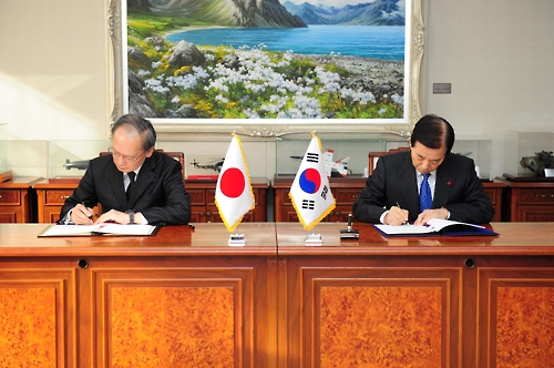(News Focus) S. Korea, Japan set aside historic animosities to jointly cope with N.K. threat