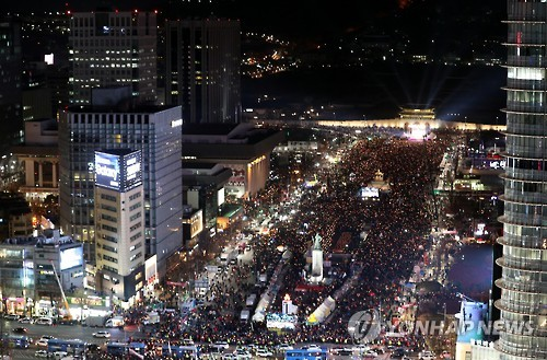 (LEAD) S. Koreans hold candlelight vigil in celebrative mood over Park's impeachment