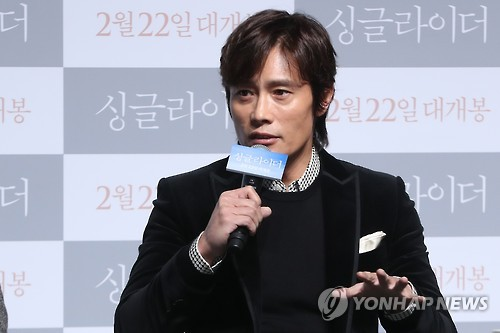 (LEAD) Actor Lee Byung-hun shows affection for his everyman character in 'A Single Rider'