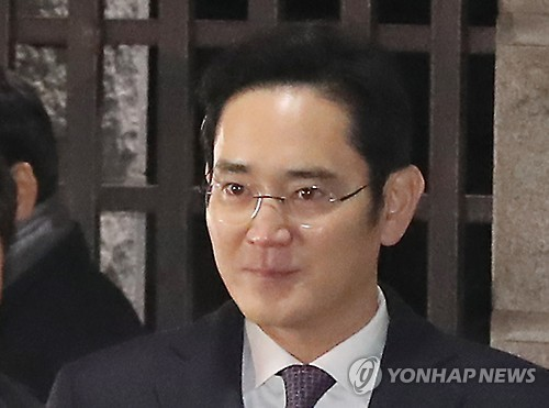 (LEAD) Opposition slams court's rejection to arrest warrant for Samsung chief