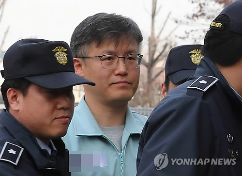 Park uses phone under borrowed name: ex-aide