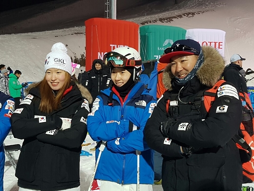 (Yonhap Interview) Korean-American coach says S. Korean mogul skiers 'on track' for PyeongChang Olympics