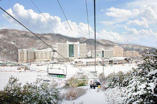 (Yonhap Feature) Ski resorts add reason to visit Korea, but not just for skiing