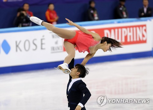(LEAD) Chinese duo defends pairs skating title at Four Continents