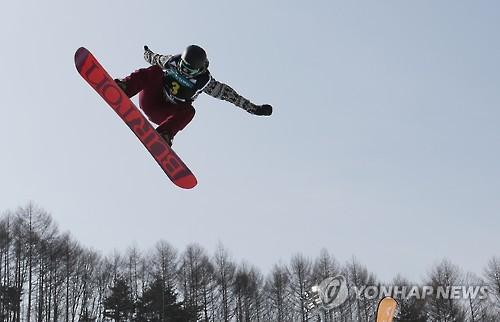 Veteran U.S. snowboarder wins women's halfpipe title at World Cup in PyeongChang