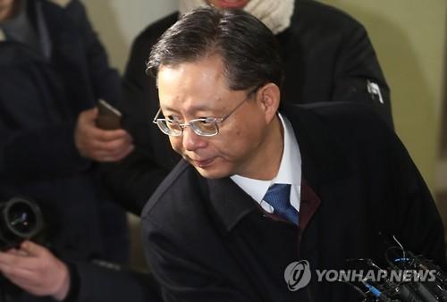 (LEAD) Arrest warrant sought against ex-presidential aide Woo