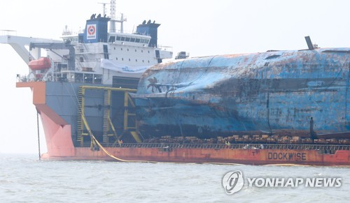 Salvage workers speed up preparation to get Sewol ready for transport