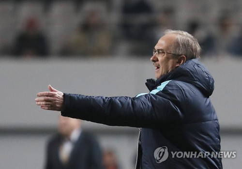 Nat'l football coach says S. Korea had 'lucky win' in World Cup qualifier vs. Syria