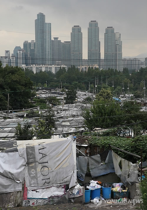 (Yonhap Feature) Will Seoul's last urban slum, Guryong, finally get developed?