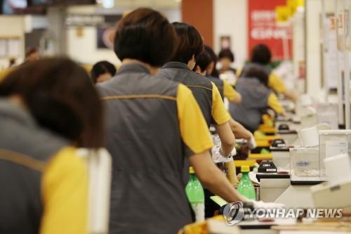 Retailers plan more hirings as gov't emphasizes job creation