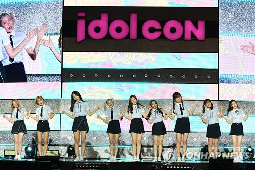 (LEAD) While KCON floats abroad, CJ's idolCON underwhelms at home