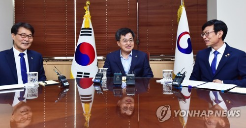S. Korea's economic policymakers vow to create more jobs, spur investment