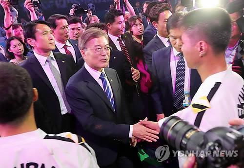 N. Korean taekwondo practitioners stage historic performance in S. Korea