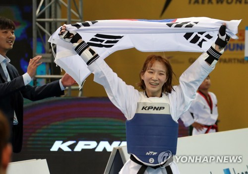 S. Korea captures 1st two gold medals at taekwondo worlds