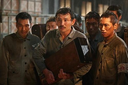 (Movie Review) 'The Battleship Island': World War II summer blockbuster underwhelms