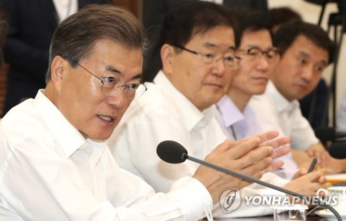 (LEAD) Moon's approval rating rises despite planned tax hike