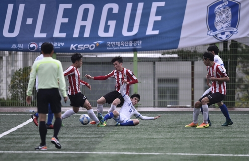(Yonhap Feature) S. Korean college football divided over new academic requirements