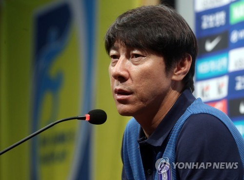 S. Korea football coach aims to beef up defense for World Cup qualifiers
