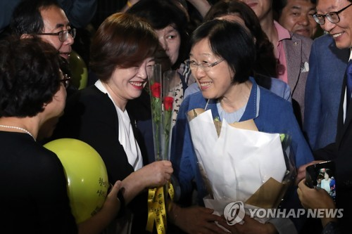 (LEAD) Ex-prime minister released from prison after two-year term over political funds