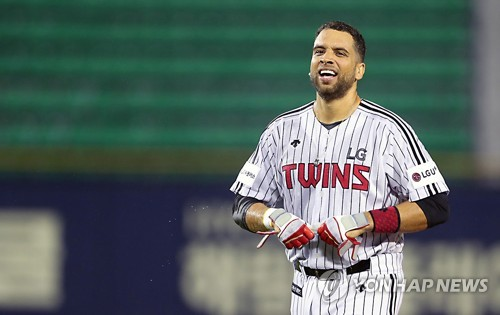(Yonhap Interview) Ex-big leaguer James Loney finds transition to S. Korea 'pretty easy'