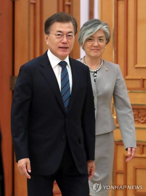 (LEAD) S. Korea to pursue engaging, denuclearizing N. Korea simultaneously: Moon
