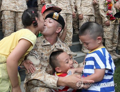 Cabinet to approve measure giving male soldiers daily child care time