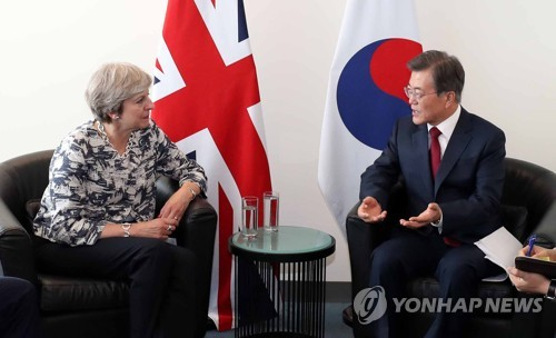 (LEAD) S. Korean, British leaders agree to seek peaceful resolution of N.K. nukes