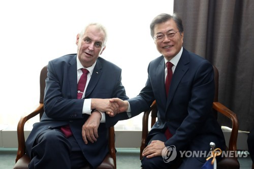 (LEAD) Leaders of S. Korea, Czech agree to strengthen, expand bilateral cooperation